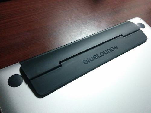 Kickflip MacBook Pro用スタンドを購入